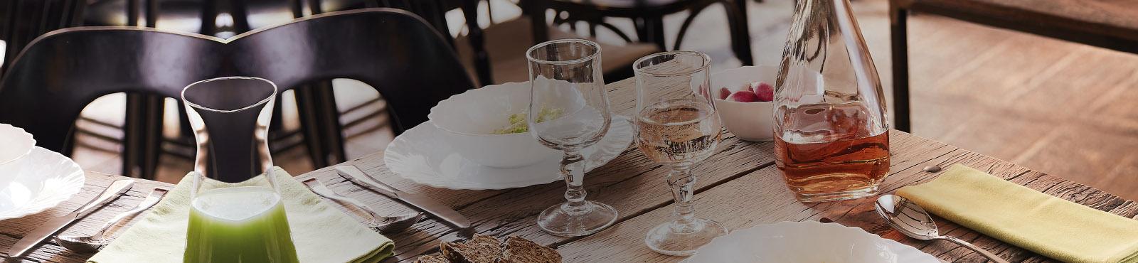 Table resto chic assiette Intensity Origine verre Salto et verre à pied Vina