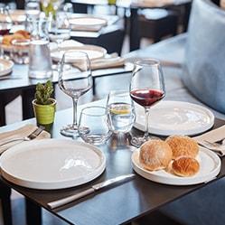 table neo bistrot verre à pied vina juliette et assiette fjords arcoroc